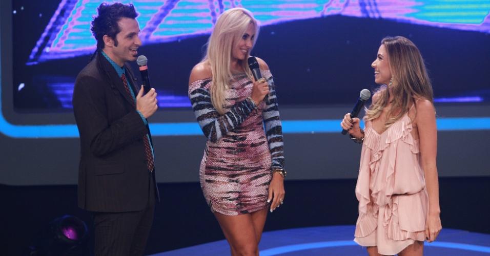 Patricia Abravanel e Marcio Ballas apresentam o programa