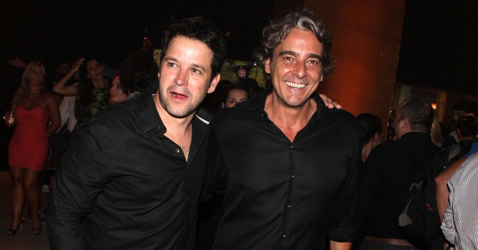 """Os atores Murilo Benício e Alexandre Borges vão à festa de lançamento de """"Avenida Brasil"""" no Rio (15/3/12)"""