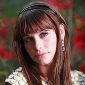 Alinne Moraes como Maria Silvia em