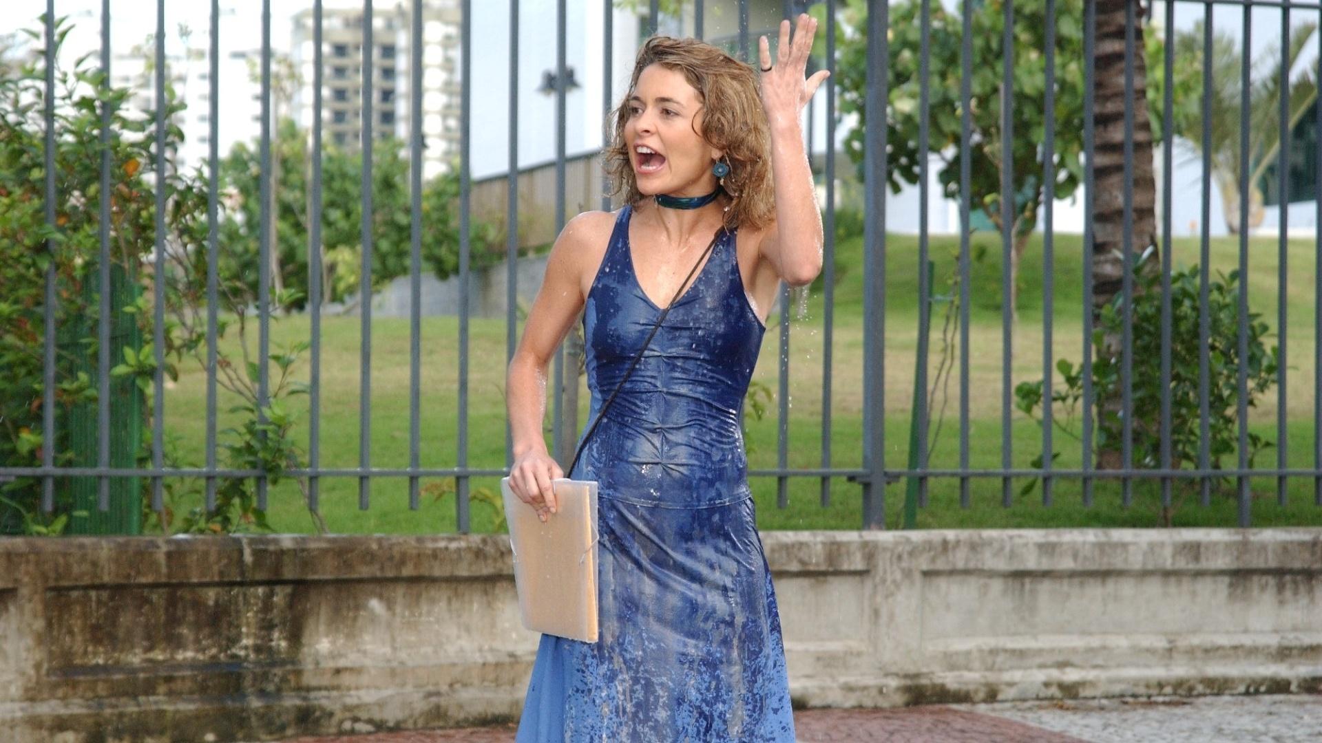 http://tv.i.uol.com.br/album/2012/03/21/claudia-abreu-como-laura-em-celebridade-2003-2004-1332358276880_1920x1080.jpg