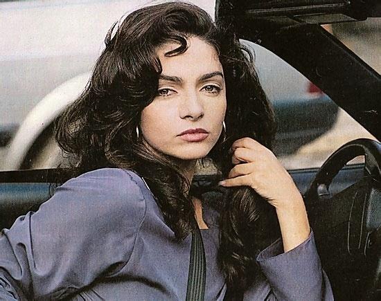 """Claudia Ohana como Isabela Ferreto em """"A Próxima Vítima"""" (1995)"""