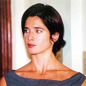 Letícia Spiller como Maria Regina em
