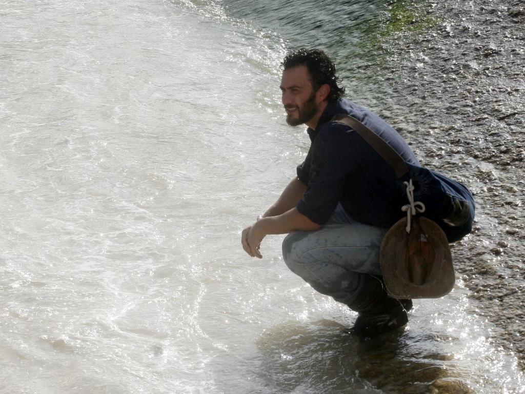 http://tv.i.uol.com.br/album/2012/03/22/gabriel-braga-nuens-grava-cenas-de-amor-eterno-amor-na-praia-do-arpoador-zona-sul-do-rio-2232012-1332445046684_1024x768.jpg