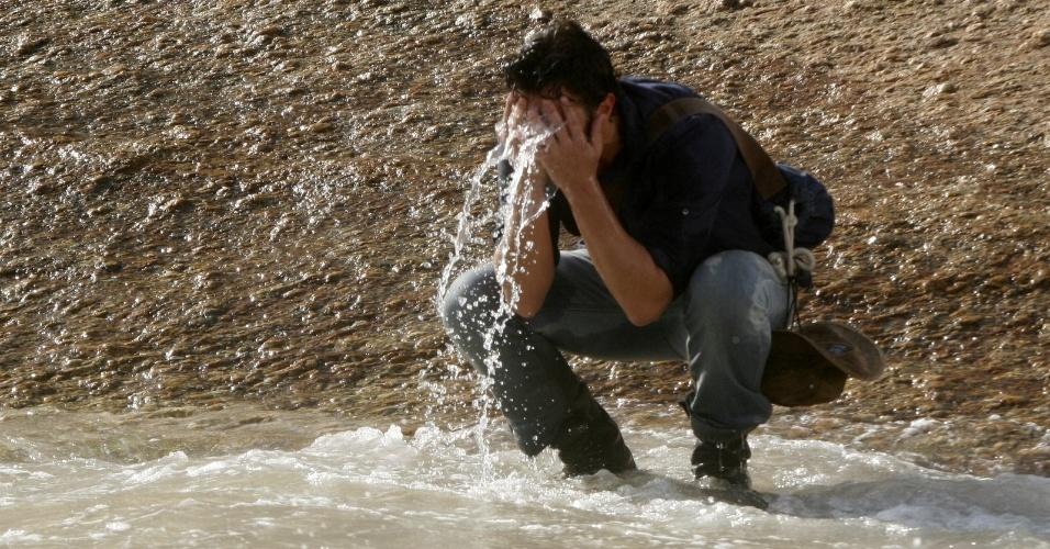 "Gabriel Braga Nunes grava cenas de ""Amor Eterno Amor"" na praia do Arpoador, zona sul do Rio (22/3/2012)"