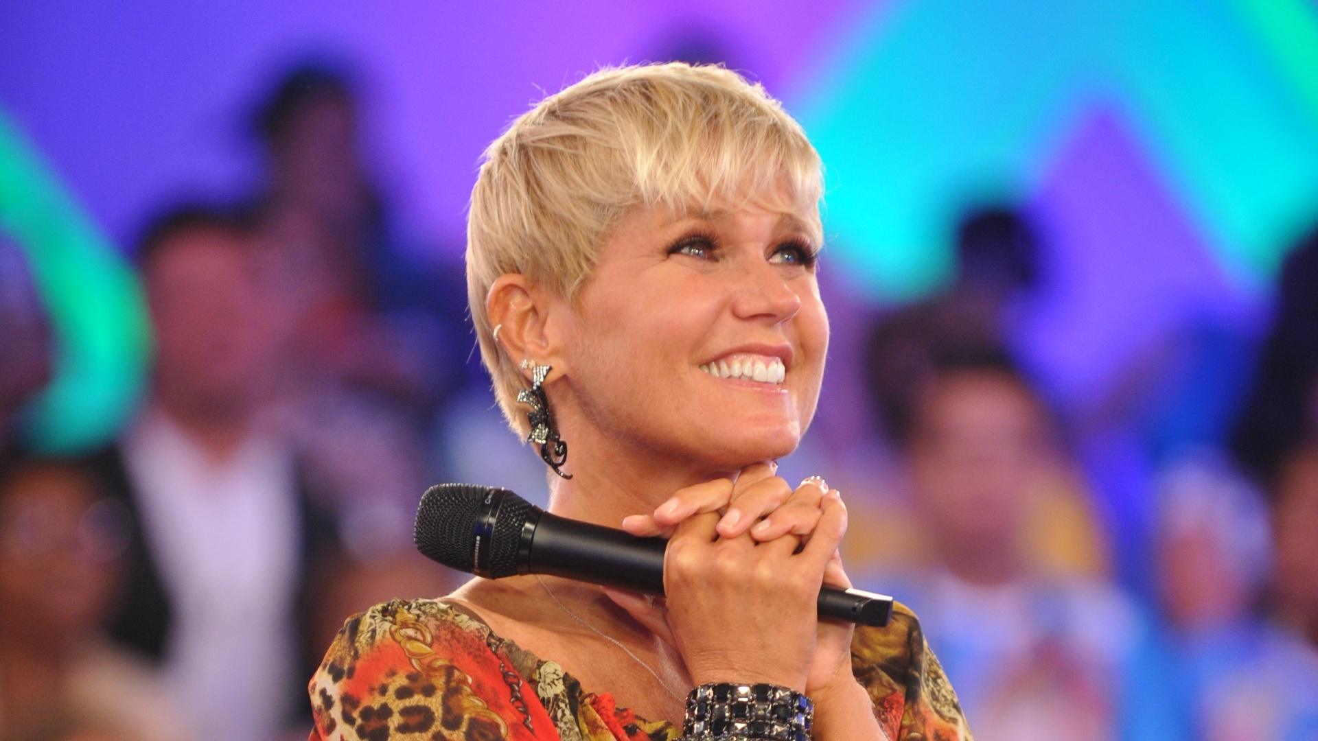 Xuxa grava programa especial para comemorar seu aniversrio de 49 anos (21/2/12)