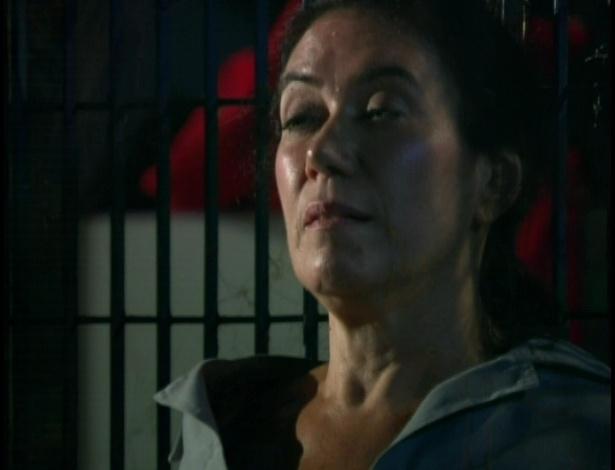 Griselda pede para Tereza Cristina explicar o motivo de tanto ódio. Tereza diz que Griselda sempre roubou tudo que ela tinha na vida, e que agora o ódio a consome