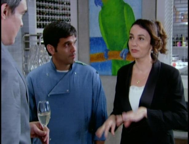 Renê e Clara parabenizam Rui pelo menu do casamento