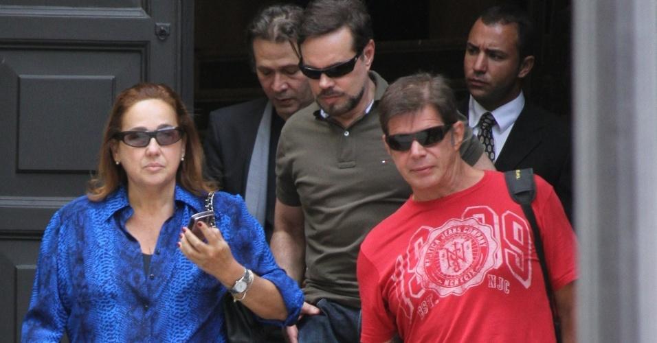 Os atores Nelson Freitas, Cláudia Jimenez e Raul Gazolla comparecem ao velório de Chico Anysio no Theatro Municipal do Rio de Janeiro. Chico morreu na tarde de sexta-feira (23) em decorrência de falência de múltiplos órgãos (24/03/2012)