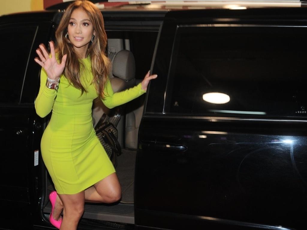 Jennifer Lopez deixa os estúdios da Rede Record, em São Paulo (26/3/2012)