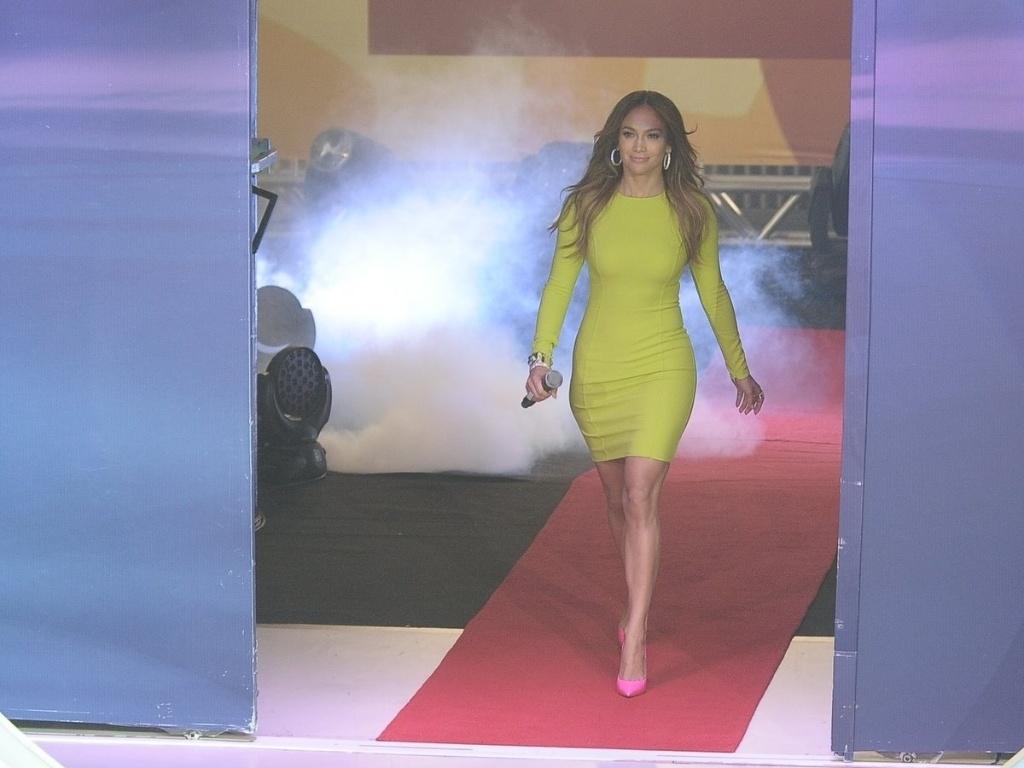 Jennifer Lopez foi acompanhada do namorado, Casper Smart (26/3/2012)