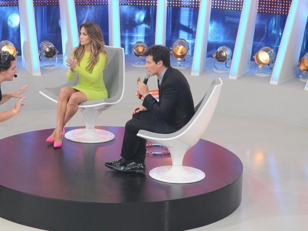 Jennifer Lopez e Rodrigo Faro durante a gravação de
