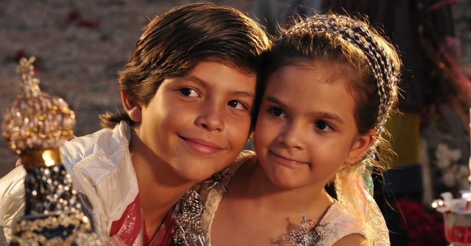 """Batata (Bernardo Simões) e Rita (Mel Maia) em cena de """"Avenida Brasil"""" (30/3/12)"""