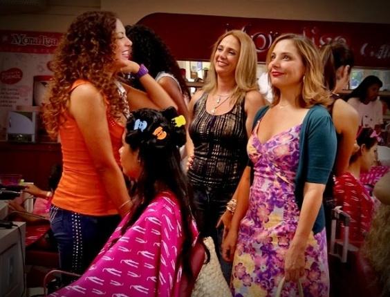 """Olenka (Fabíula Nascimento), Ivana (Letícia Isnard) e Monalisa (Heloísa Périssé) em """"Avenida Brasil"""" (2/4/12)"""