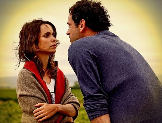 Após a morte de seu pai adotivo, Nina termina o namoro com Hector e afirma que irá voltar ao Brasil (3/4/12)