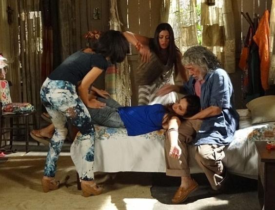 Carmem descobre que Valéria está esperando um filho de Rodrigo e desmaia (10/4/12)