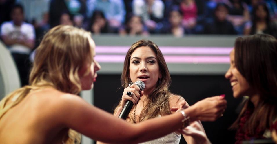 Lola e Patrícia conversam com a plateia do