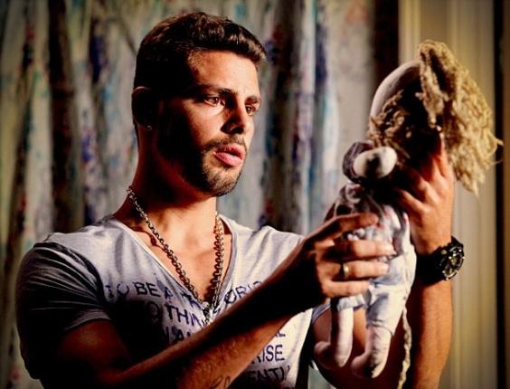 """Em """"Avenida Brasil"""", Jorginho descobre que Nina é Rita (14/4/12)"""