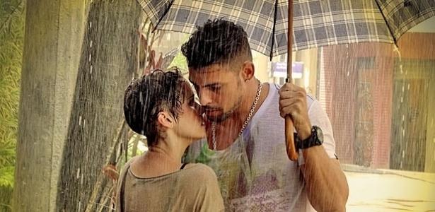 Nina e Jorginho quase se beijam em