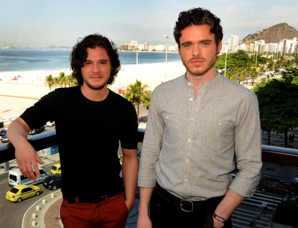 "Kit Harington e Richard Madden, que interpretam Jon Snow e Robb Stark em ""Game of Thrones"", no Rio (13/4/2012)"