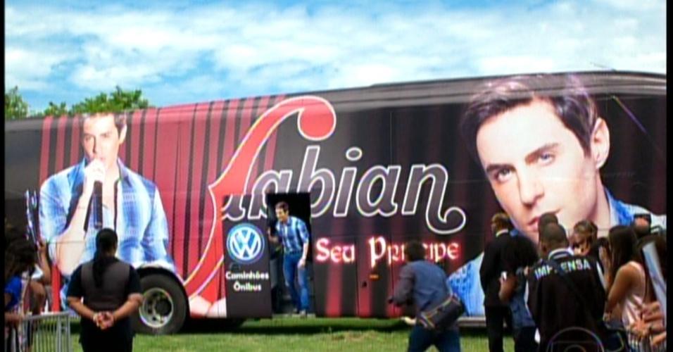 Fabian chega ao local do show