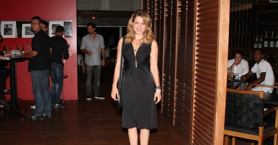 """Leandra Leal prestigia o primeiro capítulo da novela """"Cheias de Charme"""" na zona sul do Rio (16/4/2012)"""