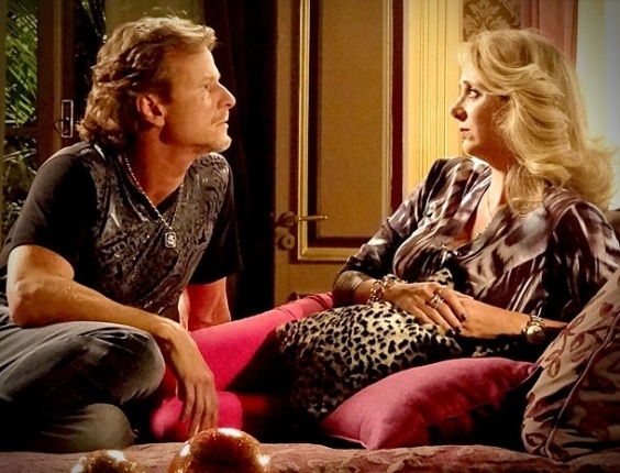 """Em """"Avenida Brasil"""", Ivana revela para Max que desconfia da honestidade de Carminha (18/4/12)"""