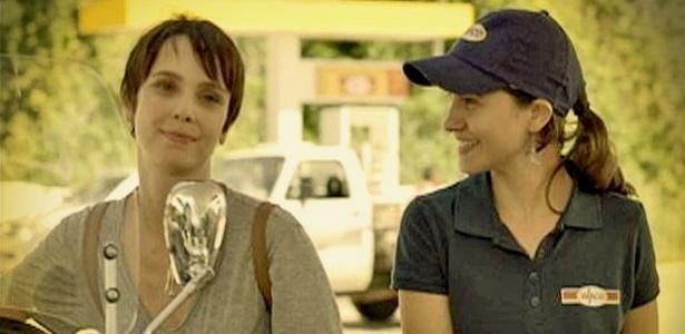 """Em """"Avenida Brasil"""", amiga de infância de Rita se passa por Nina e ..."""