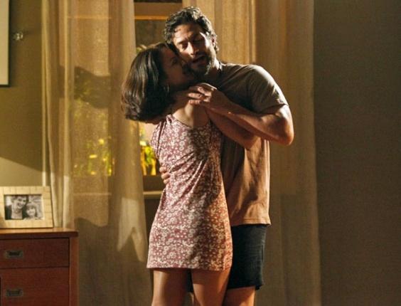 Valéria invade quarto de Rodrigo e tenta seduzi-lo: 'Vim dormir contigo, meu Barão!'