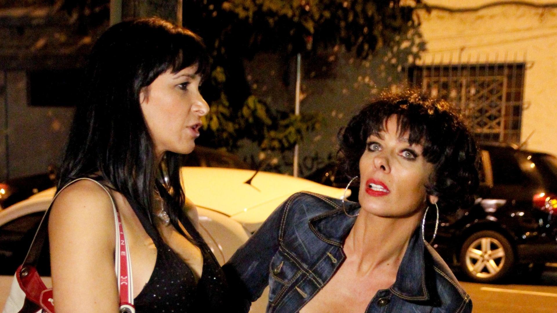 Adriane Galisteu se passa por garota de programa em