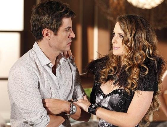 """Em """"Cheias de Charme"""", Chayene chantageia Fabian e ele assume o namoro com a cantora (24/4/12)"""