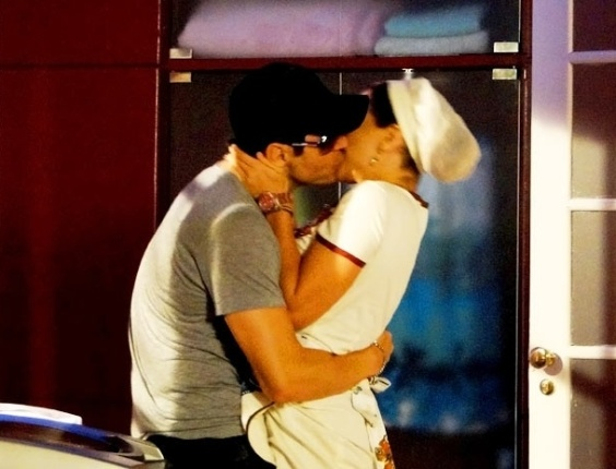 """Em """"Cheias de Charme"""", Rosário beija Fabian achando que ele é Inácio (24/4/12)"""