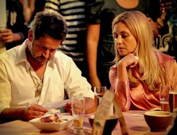 """Em """"Avenida Brasil"""", Nina envia bilhete anônimo para Tufão revelando falso sequestro de Carminha (25/4/12)"""