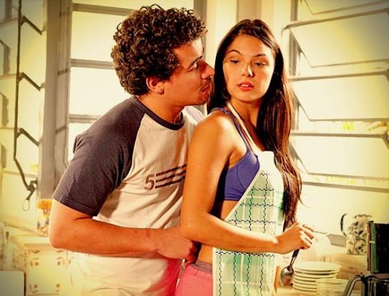 """Em """"Avenida Brasil"""", Leandro pede Suelen em namoro, mas ela diz que é uma """"pistoleira vagabunda"""" (30/4/12)"""