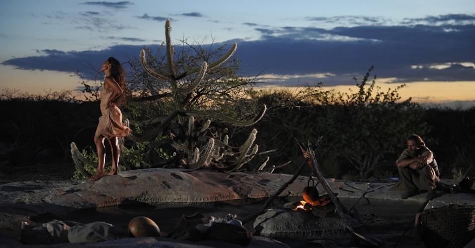 """Juliana Paes (Gabriela) e Daniel Ribeiro (Clemente) em cena de """"Gabriela"""" (30/4/12). O remake teve gravações no Piauí e na Bahia"""