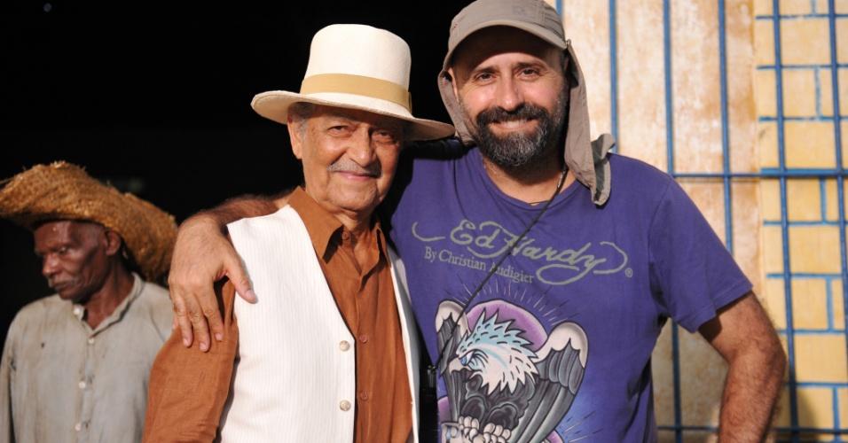 """Nelson Xavier (Cel. Altino) e o diretor Mauro Mendonça Filho nas gravações de """"Gabriela"""" (30/4/12)"""