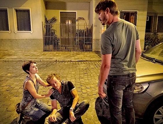 """Em """"Avenida Brasil"""", Nina evita que Max apanhe na rua e conquista a lealdade do malandro (1/5/12)"""