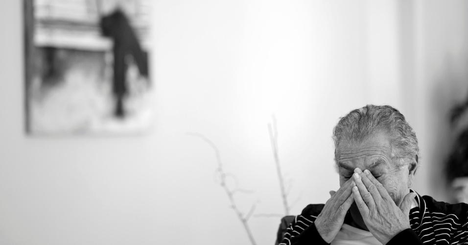 """""""É horrível ver os humoristas antigos indo embora. Sei que em breve terei que enfrentar mais duas mortes - Jorge Loredo (Zé Bonitinho) e Canarinho (Aluísio Ferreira Gomes). Só sobraram o Moacyr Franco, o Clayton Silva, que está doente, e eu"""" (4/5/12)"""