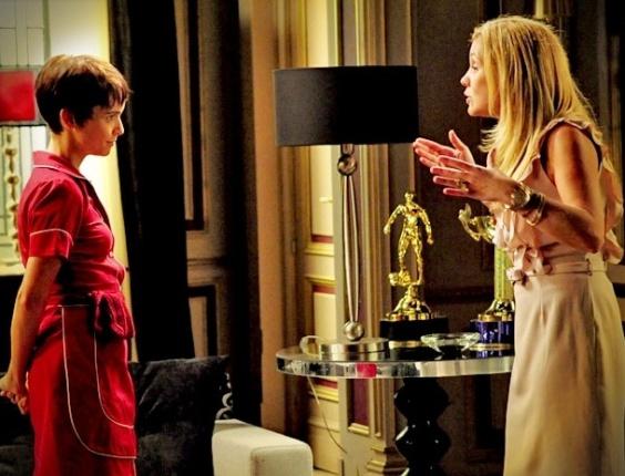 """Em """"Avenida Brasil"""", Carminha incentiva Nina a dar golpe da barriga, sem saber que a """"vítima"""" é Jorginho (8/5/12)"""
