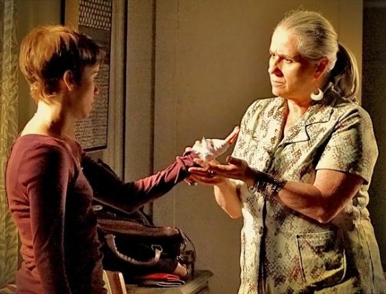 """Em """"Avenida Brasil"""", Nina diz que não pode ser feliz sabendo que Carminha está acabando com Tufão (9/5/12)"""