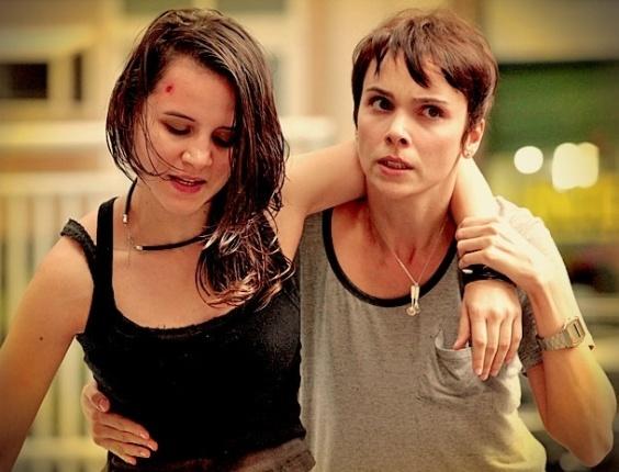 """Após apanhar de Carminha, Betânia é carregada por Nina em cena de """"Avenida Brasil"""" que vai ao ar nesta sexta (11) (10/5/2012)"""