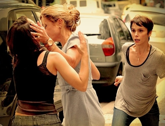"""Carminha dá um tapa na cara de Betânia na frente de Nina no capítulo de """"Avenida Brasil"""" que vai ao ar na sexta (11) (10/5/2012)"""