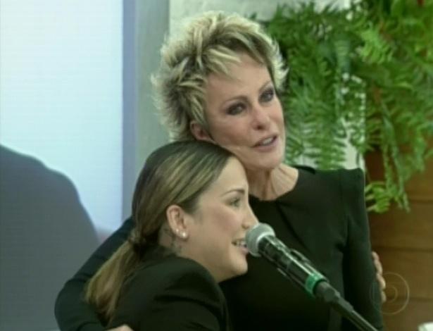 """Ana Maria Braga se emociona com a canção """"Bem Vindo Amor"""", no programa """"Mais Você"""" (16/5/12)"""