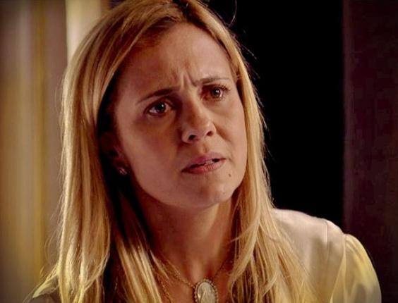 """Em """"Avenida Brasil"""", Carminha diz a Jorginho que Rita só se aproximou dele para se vingar (17/5/12)"""