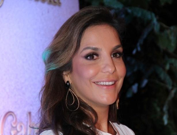 """... sobre a novela """"Gabriela"""" no restaurante Amado, em Salvador (21/5/12"""