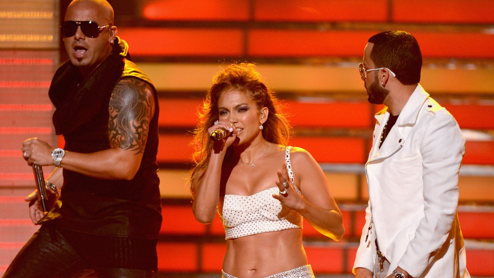 Jennifer Lopez se apresenta na final do American Idol, em Los Angeles (23/5/12)