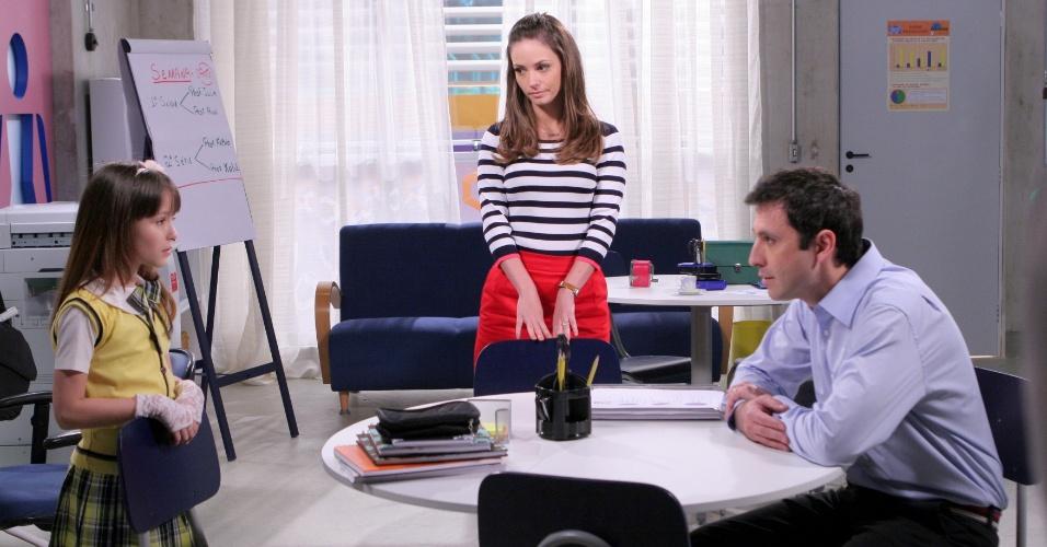 """Em """"Carrossel"""", professora Helena fala reclama de comportamento preconceituoso de Maria Joaquina para seu pai"""