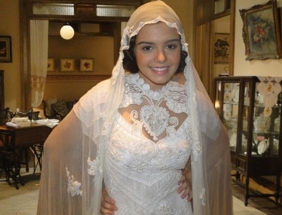 Giovanna Lancellotti aparece vestida de noiva em cena de