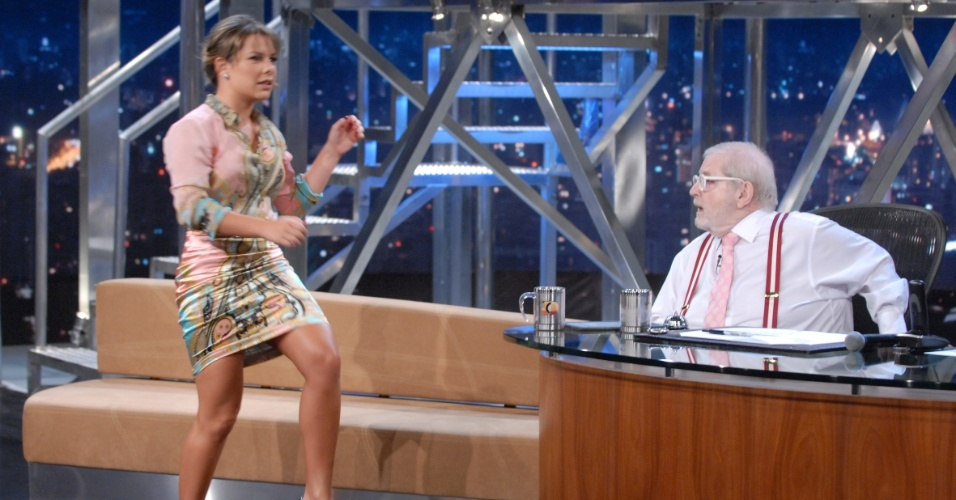 Fernanda Souza ensina técnicas de muay thai a Jô Soares (4/6/12)