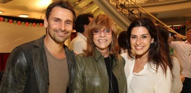 A novelista Glória Perez entre os atores Murilo Rosa e Fernanda Paes Leme (6/6/2012)