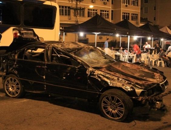 Detalhe do carro após capotar. Para a cena foi usado um dublê (7/6/12)